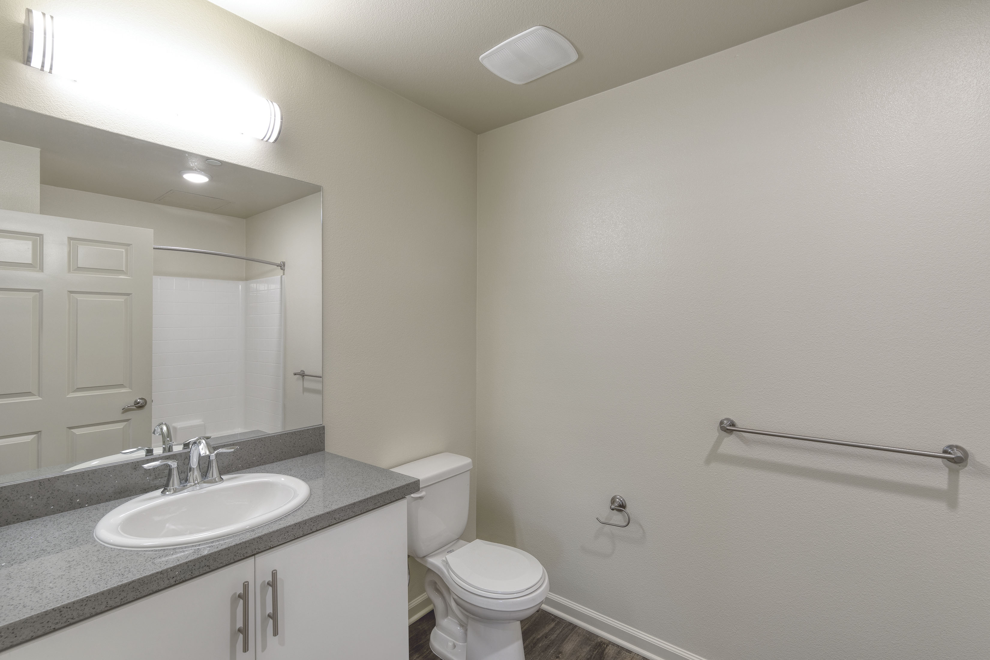 C&C_Unit101_Bathroom1_0120a-11x8