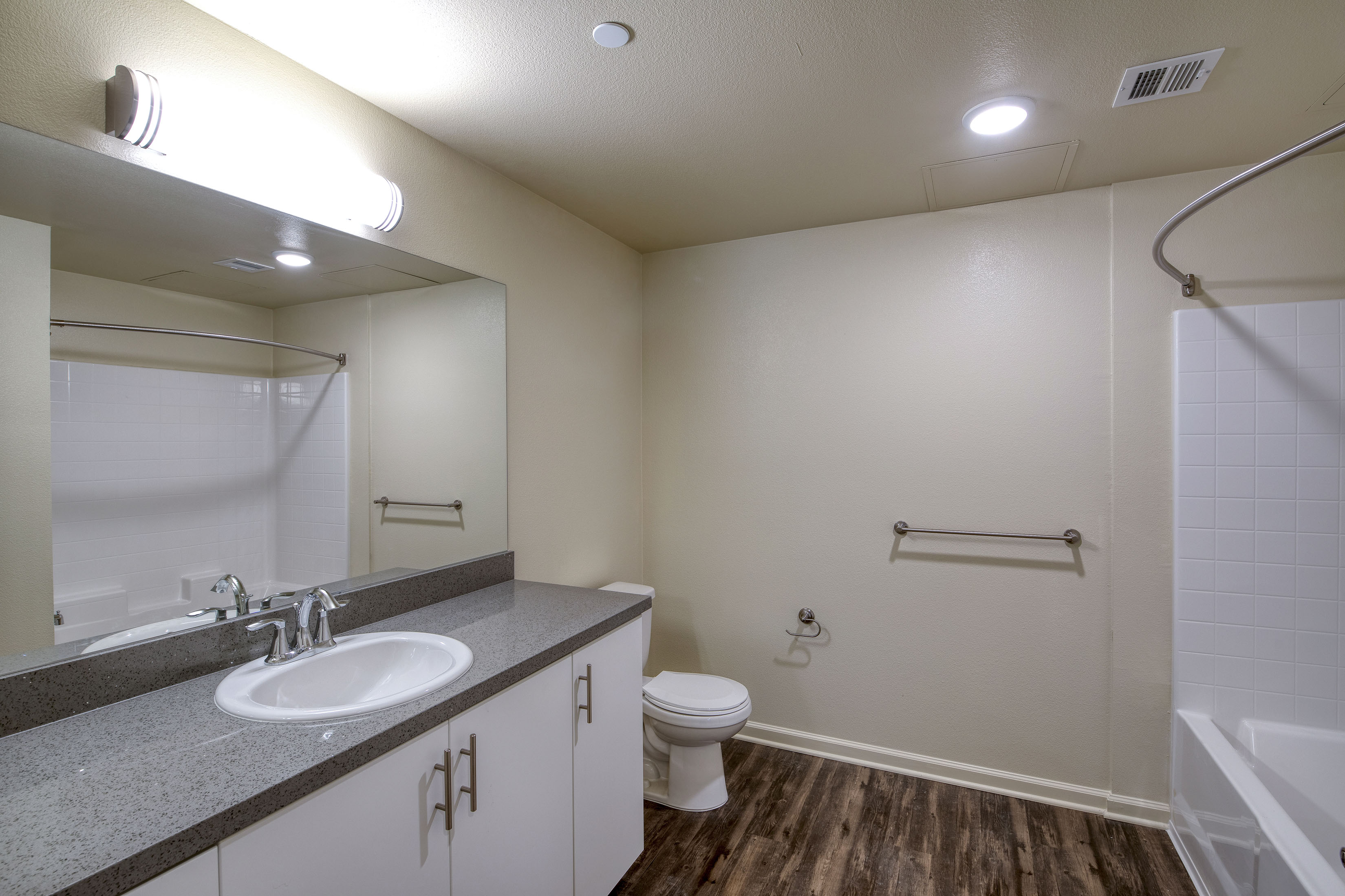 C&C_Unit103_Bathroom1_0049b-11x8